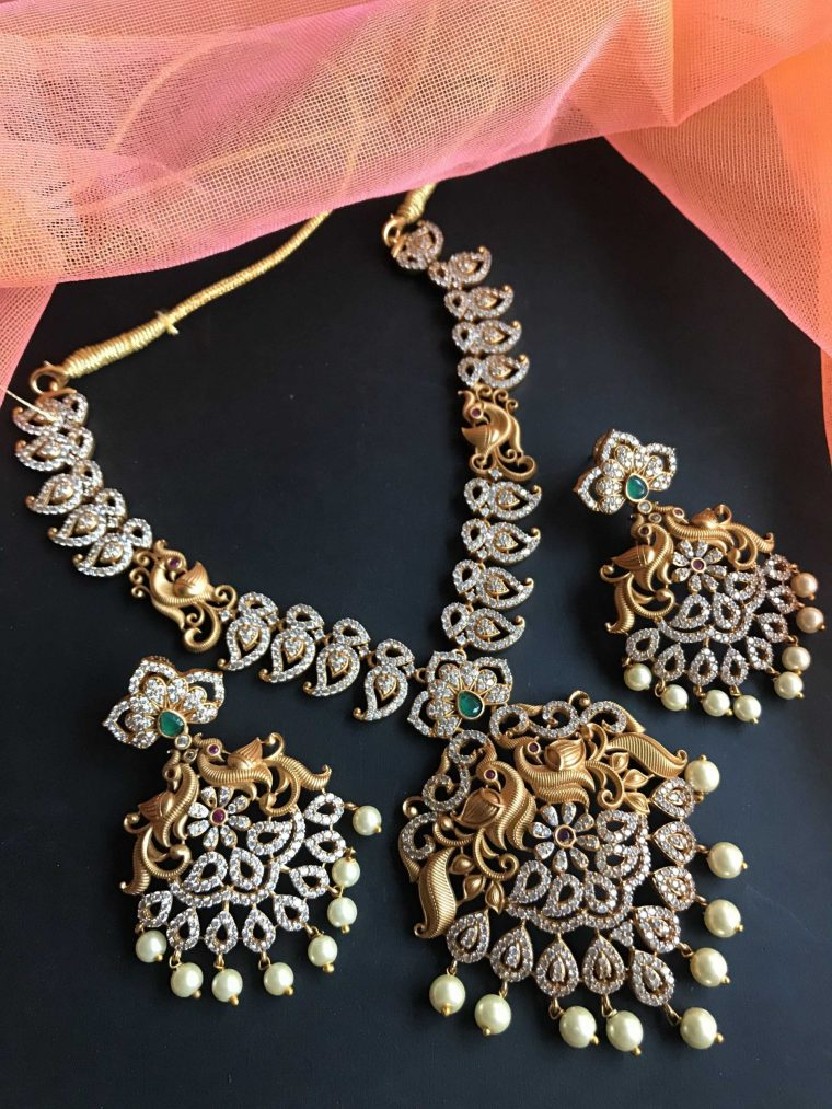 Traditional White Stone Necklace Set - 04