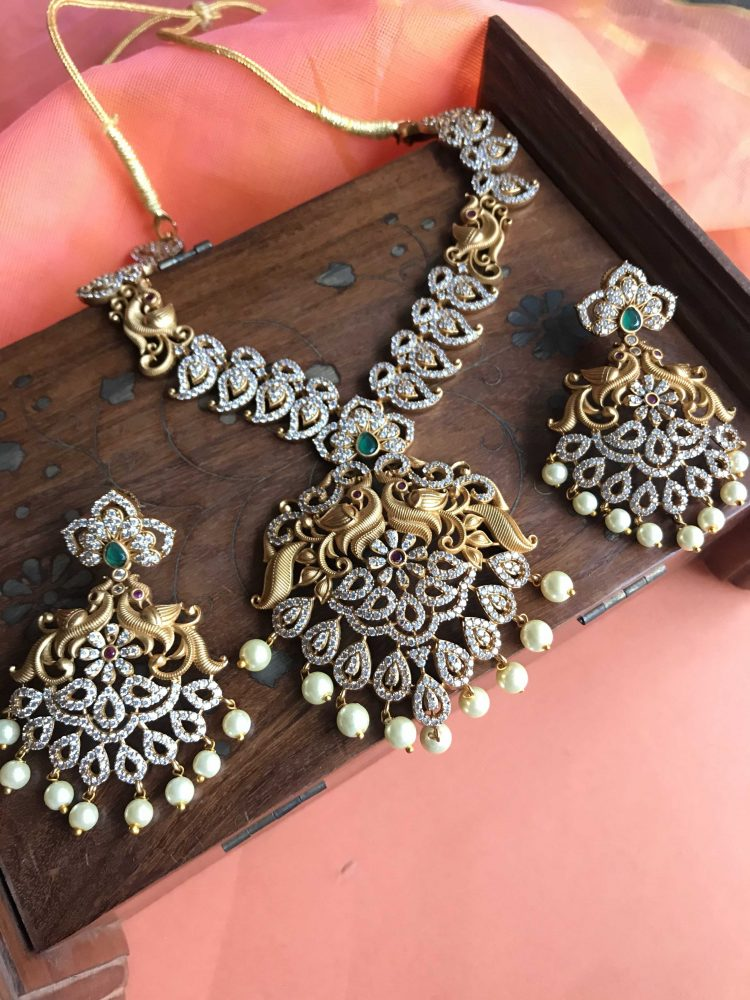 Traditional White Stone Necklace Set - 02