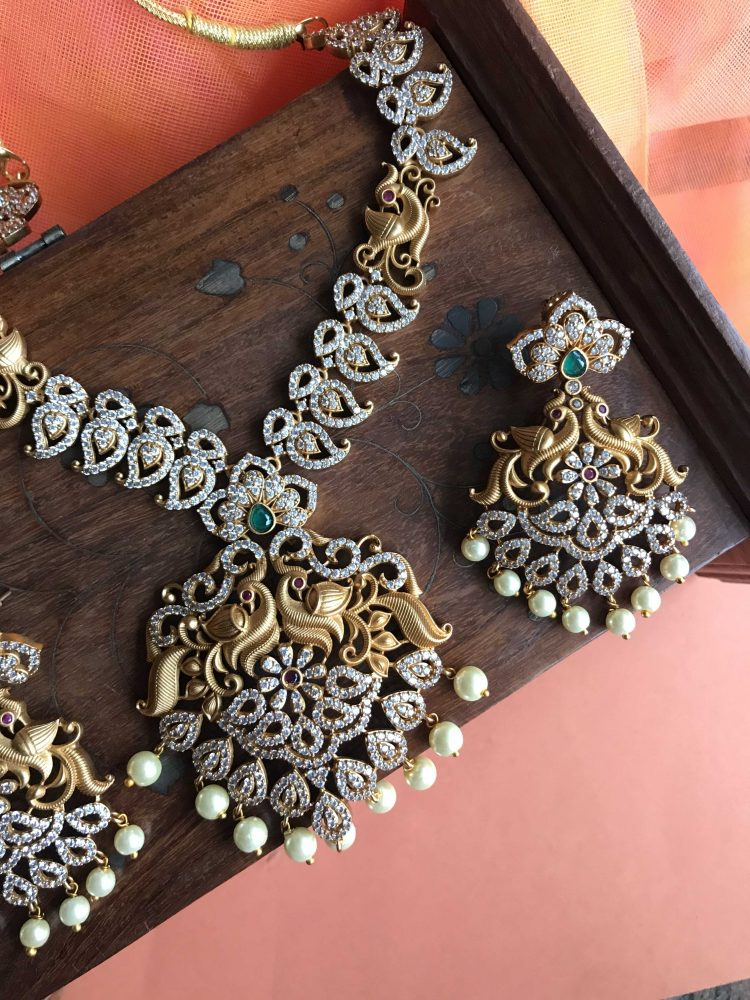 Traditional White Stone Necklace Set - 03