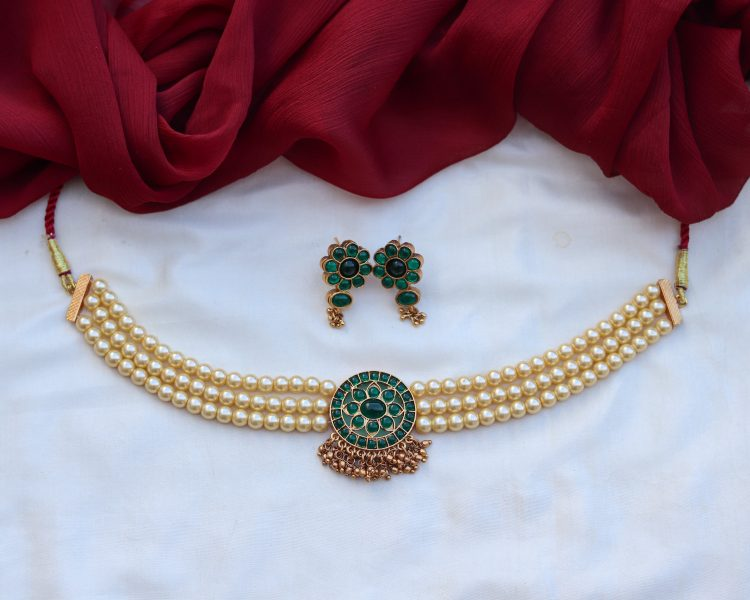 Pearl Choker With Green Stones-01