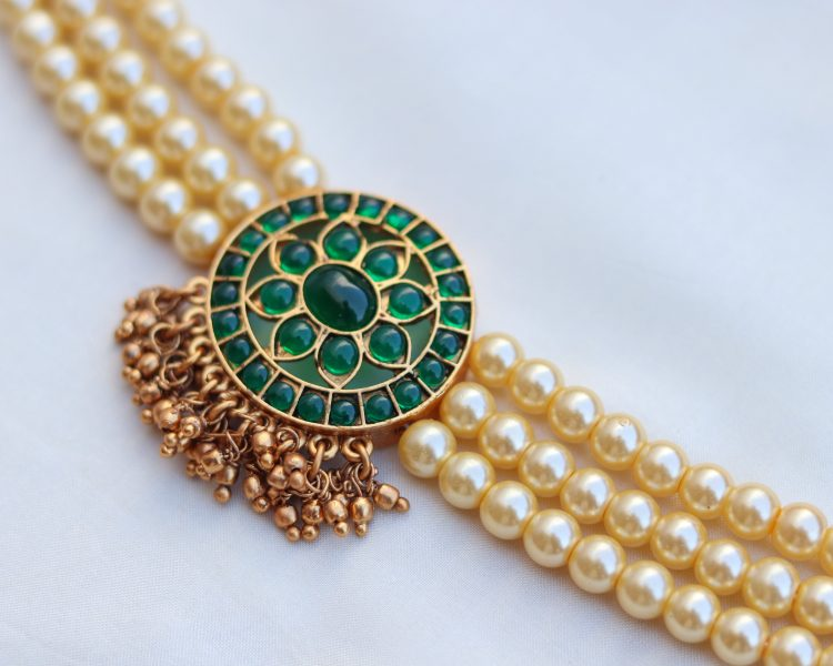 Pearl Choker With Green Stones-02
