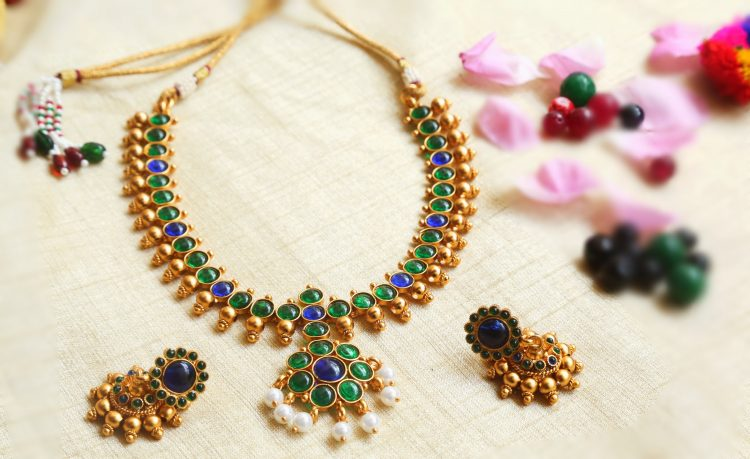 Short Kemp Necklace With Blue & Green Stones-01