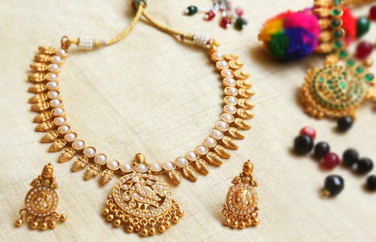 Simple Antique Pearl Necklace Set-01