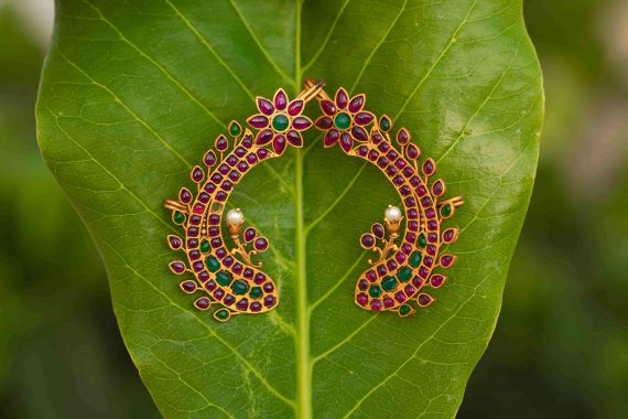 Antique-Fish-Ear-Cuff-With-Green-Red-Stones-01-min