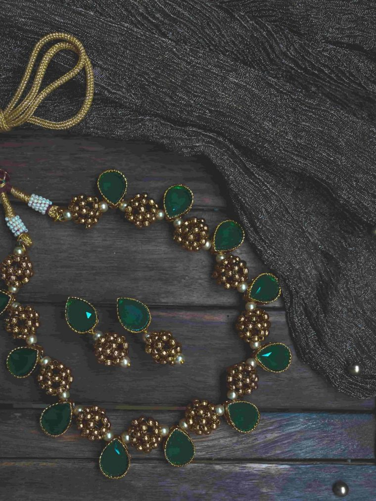 Beautiful Antique Emerald Teardrop Necklace-01