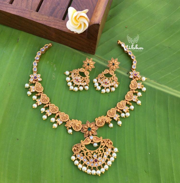 Gorgeous Sleek Matte Finish Necklace-01