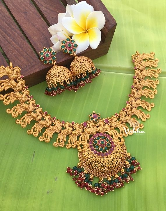 Grand Traditional Emerald Stone Necklace-01