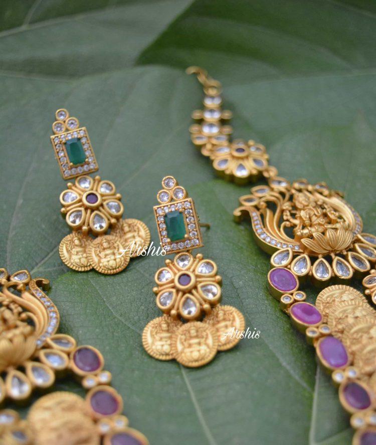 Multilayer Antique Necklace With Side Locket-03