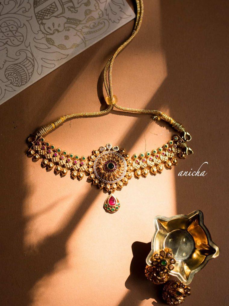 Pretty Floral Chakra Pendant Choker-01