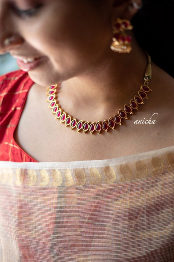 Simple and Pretty Paisley Motif Necklace-03