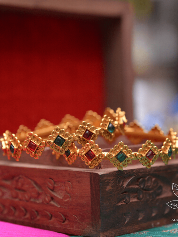 Diamond Shape Red & Green Stone Bangles-01
