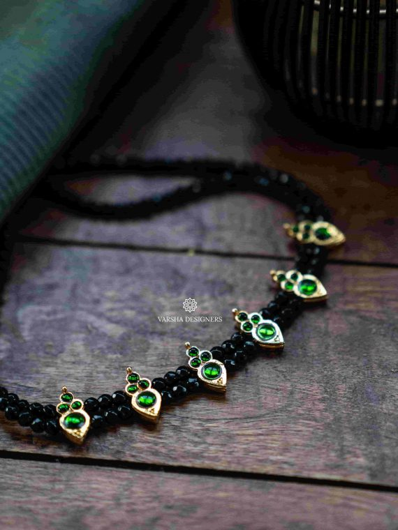 Simple Double Layer Emerald Kemp Choker-01 (1)