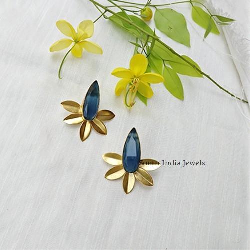 Simple Leaf Motifs Earrings