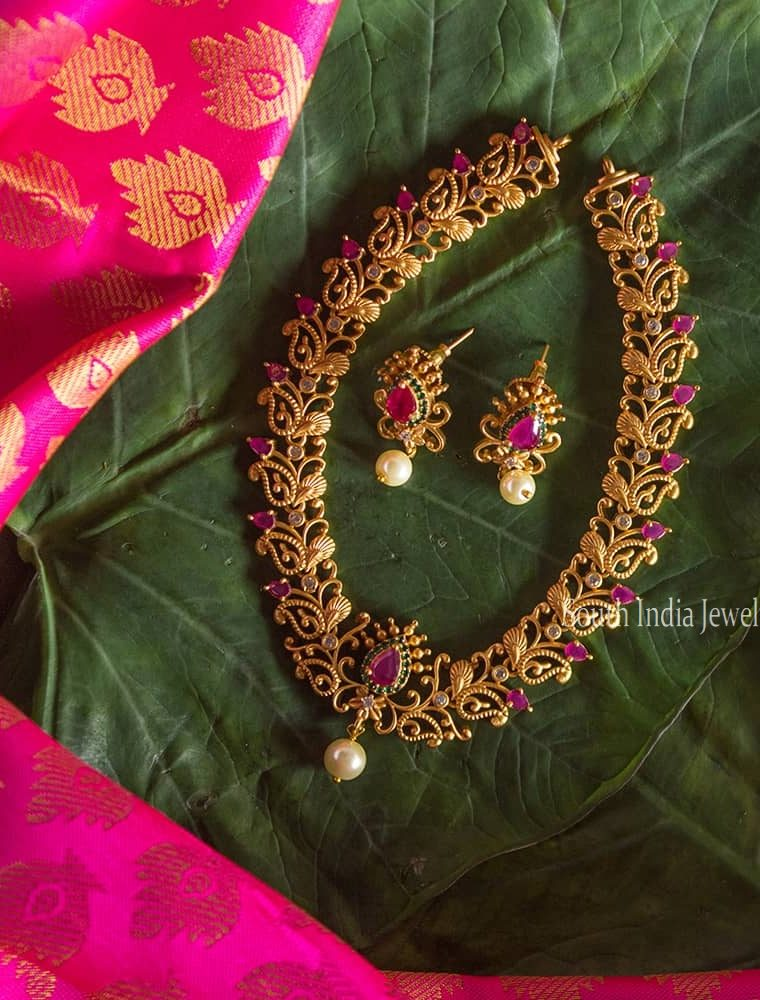 Matte Finish Flower Design Necklace-01