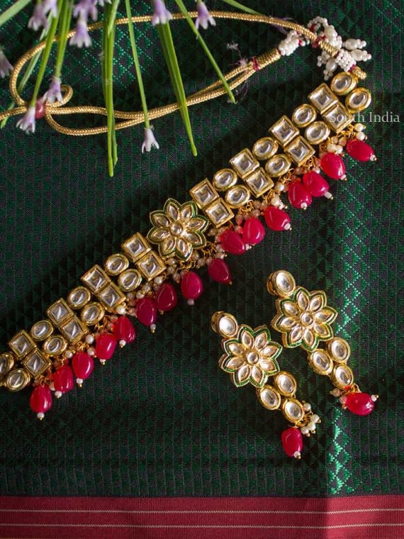 Pretty Kundan Choker with Earrings