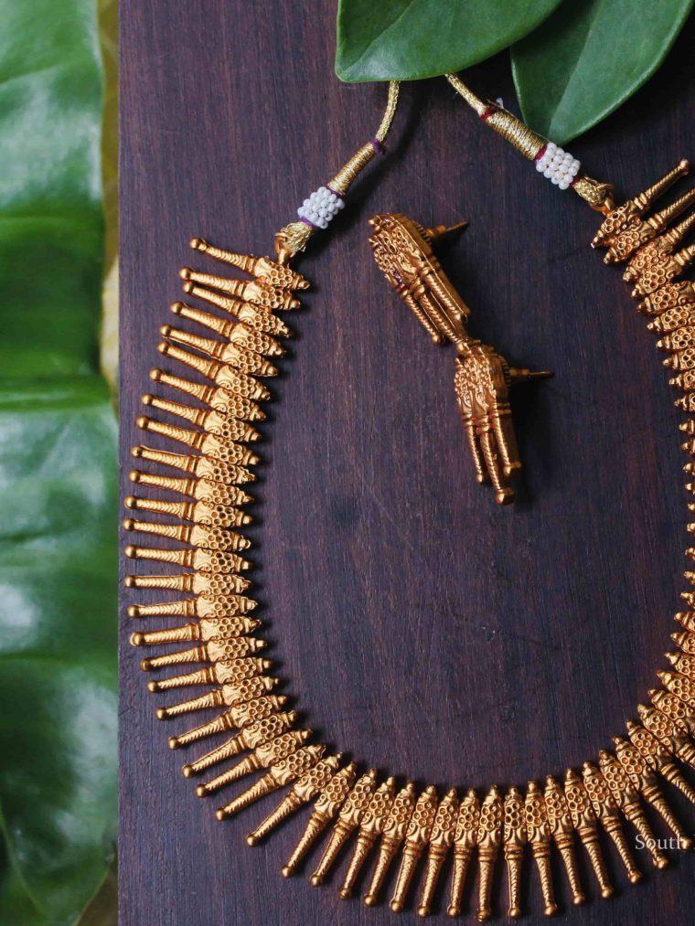 Beautiful Spike Necklace Set