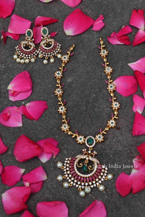 Gorgeous Alluring Gold Tone Short Necklace-02