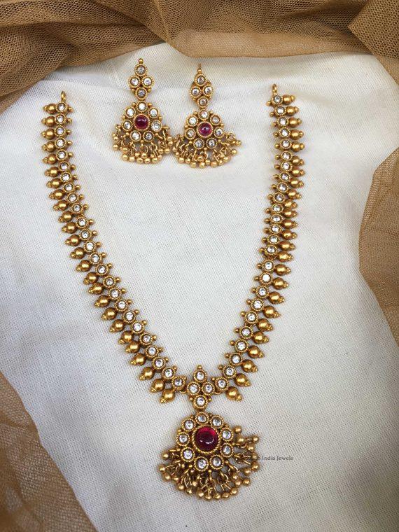 Imitation White Stone Studded Necklace