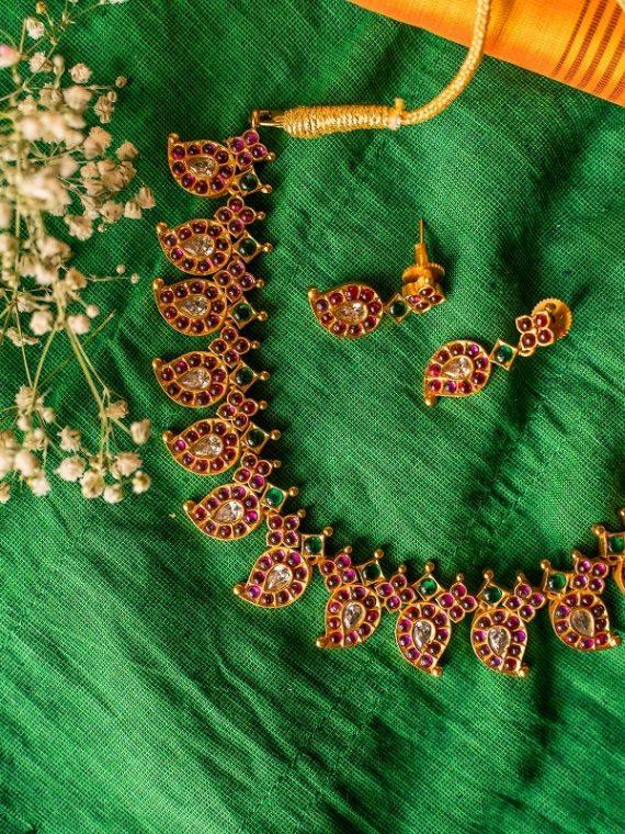 Unique Kemp Stone Mango Design Necklace