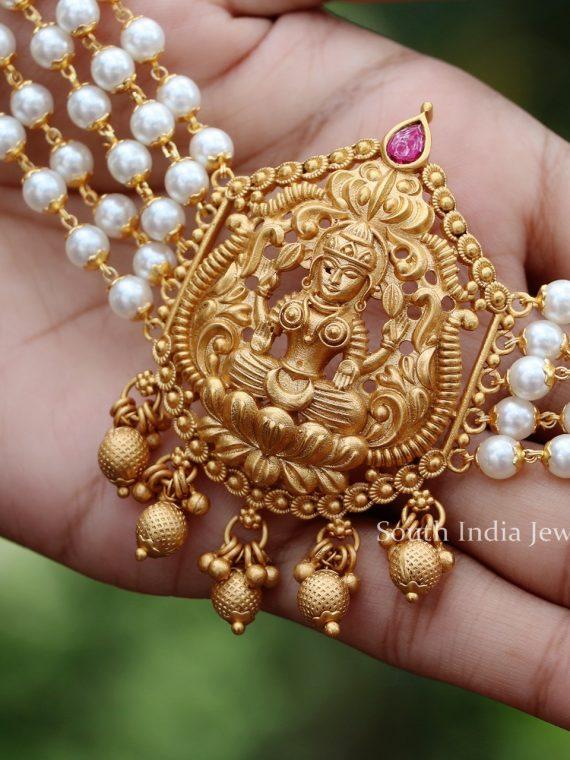 Beautiful Lakshmi White Pearl Choker-01