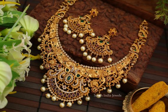 Grand Matte Floral Short Necklace