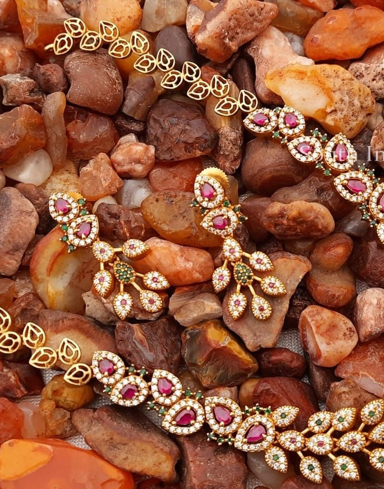 Mesmerizing-Leaf-Design-Necklace-with-Matching-Earrings
