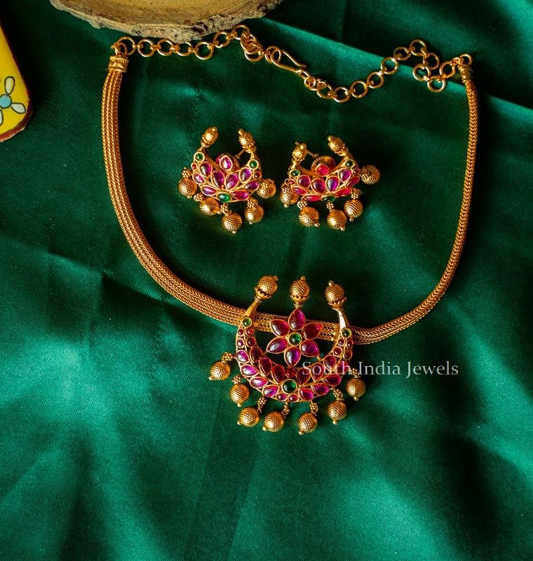 Simple-Half-Moon-Necklace-with-Matching-Earrings-02