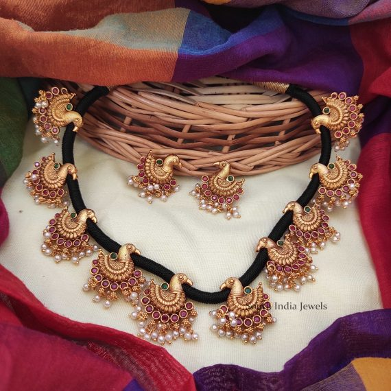 Classic Swan Thread Necklace-01