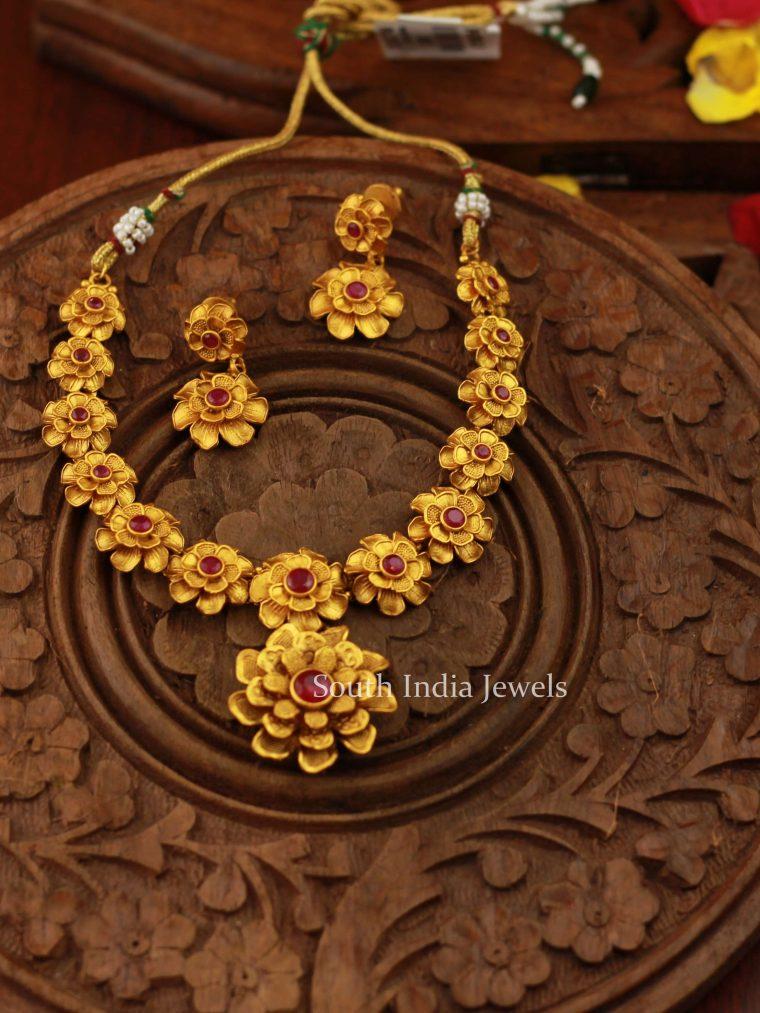 Pretty Matte Floral Necklace