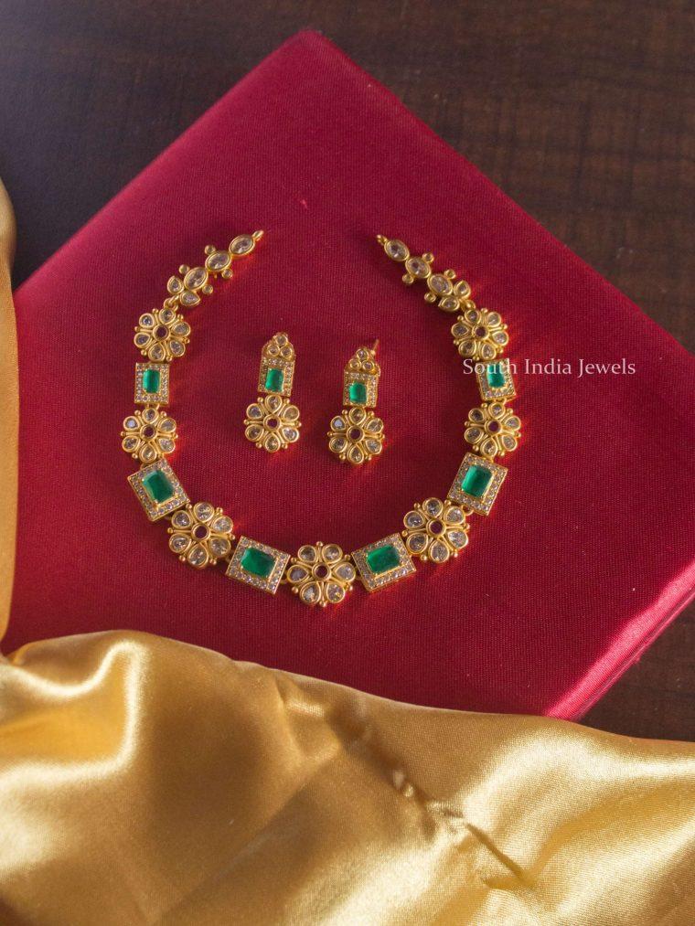 Trendy Emerald Flower Design Choker
