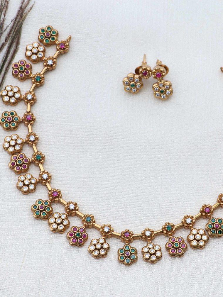 Elegant Floral Design Necklace (3)