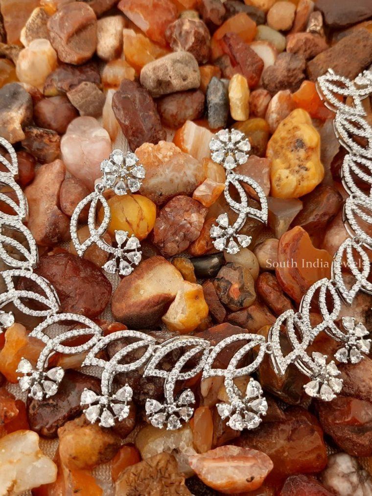 Mesmerizing Flower Design Necklace
