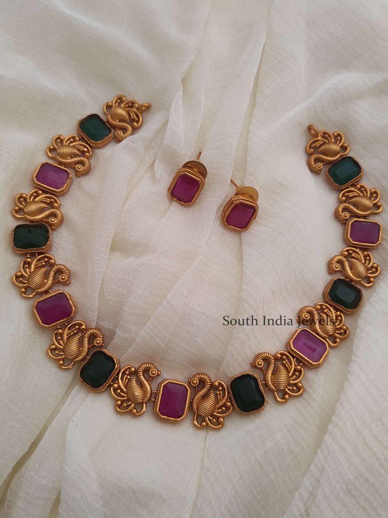 Simple Swan Design Necklace