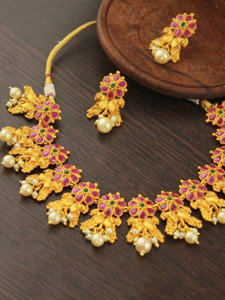 Beautiful Antique Floral Pearls Necklace