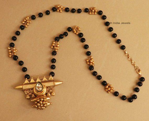 Fancy Black Beads Kundan Mangalsutra (2)