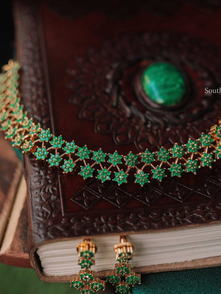 Traditional Star Design Necklace