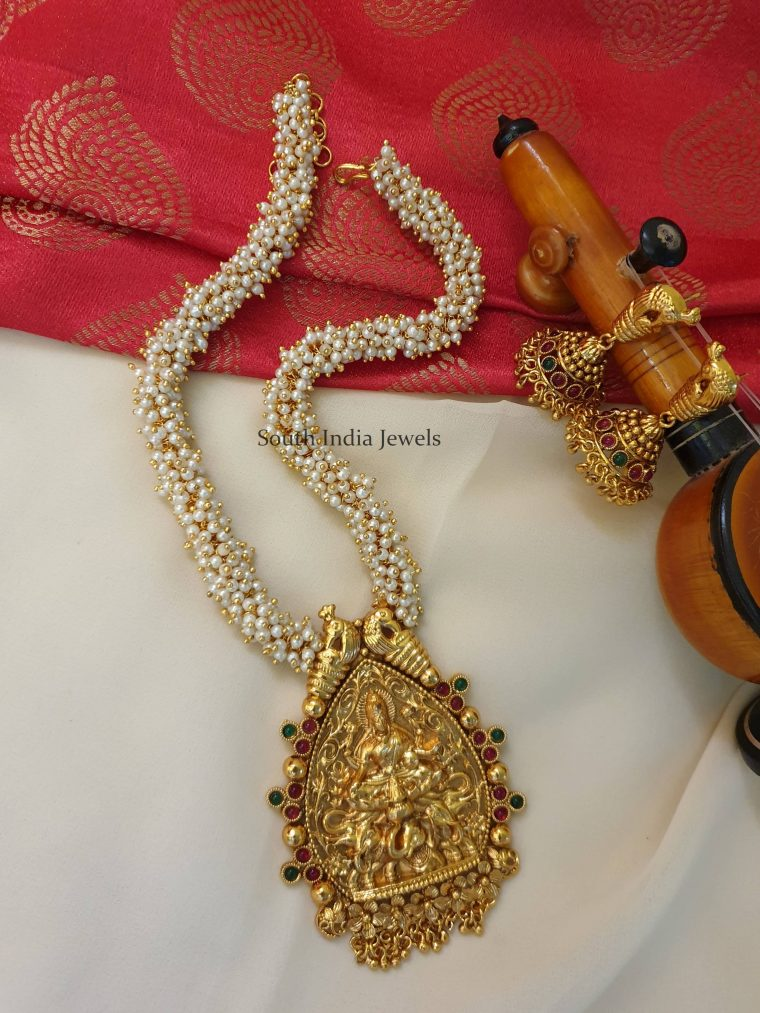 Beautifful Pearl Cluster Peacock Pendant Necklace