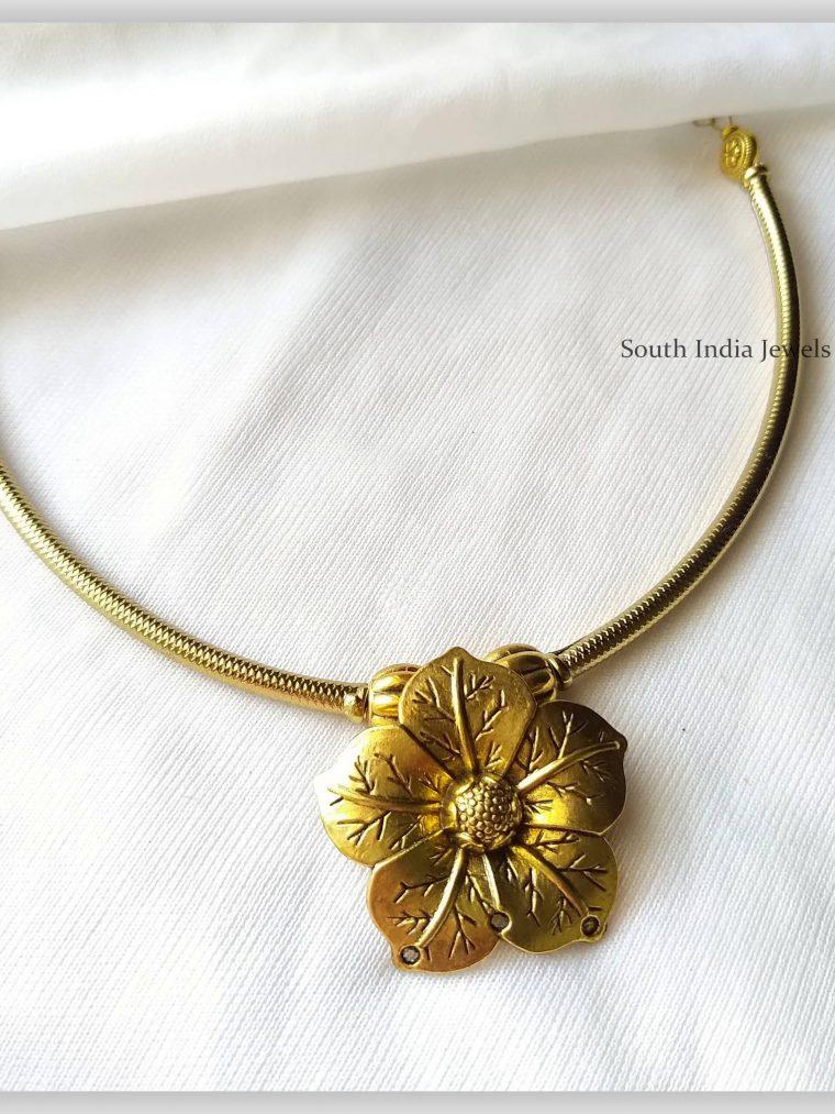 Elegant Antique Flower Pendant Choker