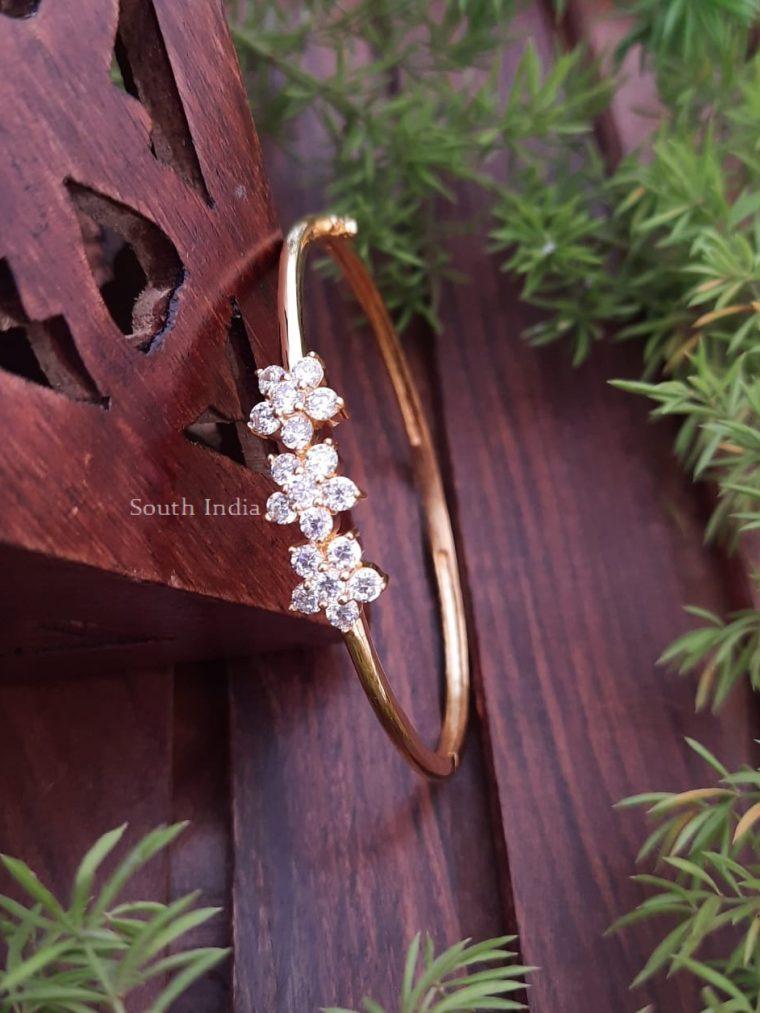 Pretty Flower Design Bracelet
