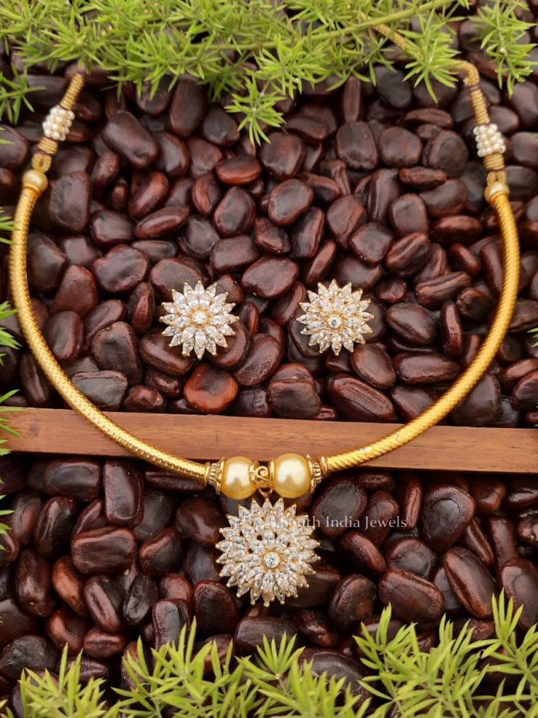 Pretty Flower Design Necklace