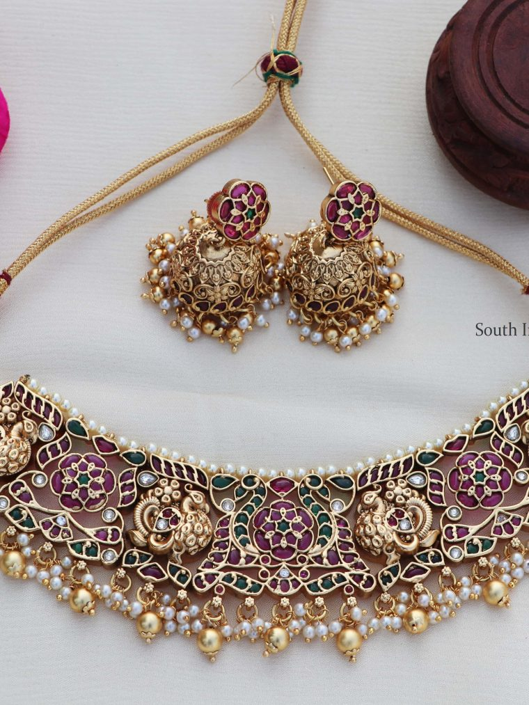 Traditional Antique Gold Finish Choker