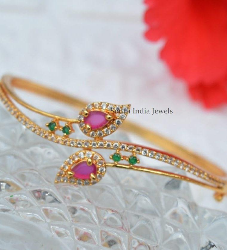 Beautiful Leaf Design Bracelet1