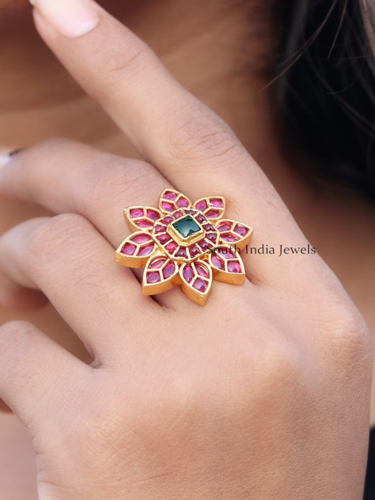 Elegant Sunflower Design Ring