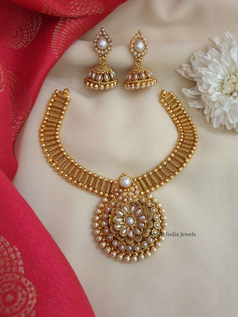 Amazing Pearl Studded Necklace