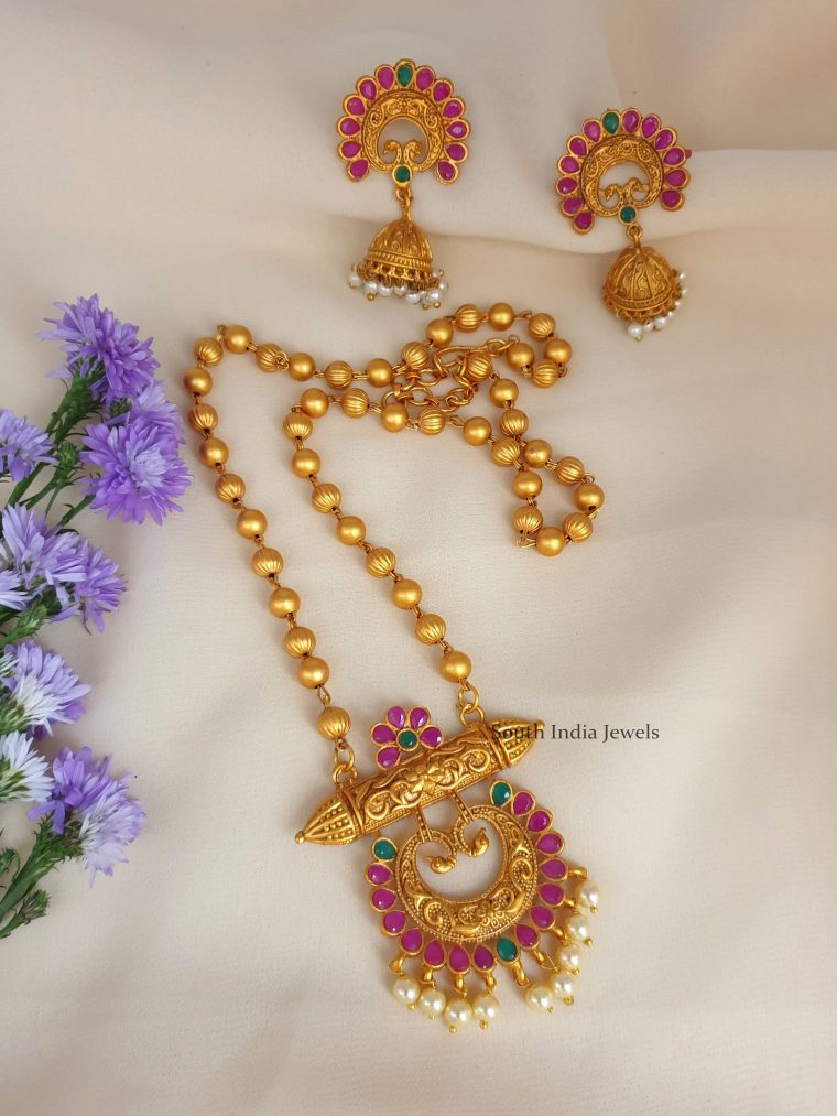 Beautiful Floral Design Pendant with Chain