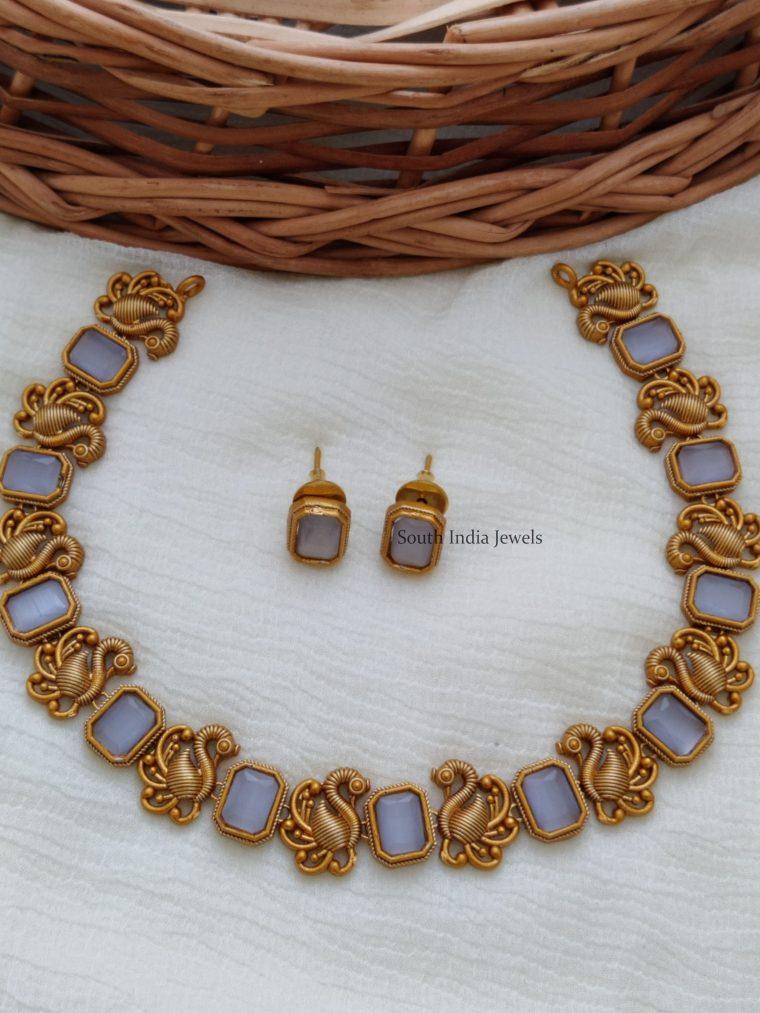 Simple Swan Design Short Necklace