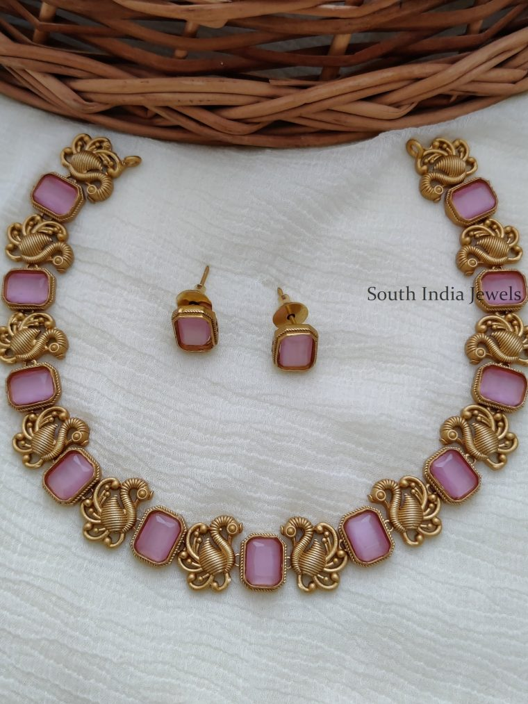 Traditional Swan Design Necklace
