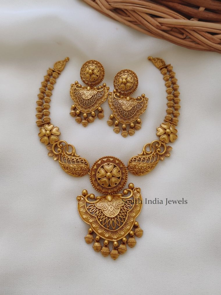 Trendy-Gold-Finish-Floral-Necklace