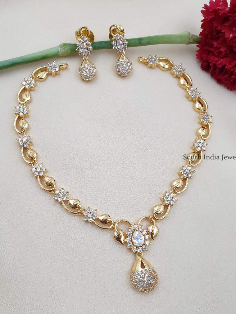Classic Floral Design Necklace