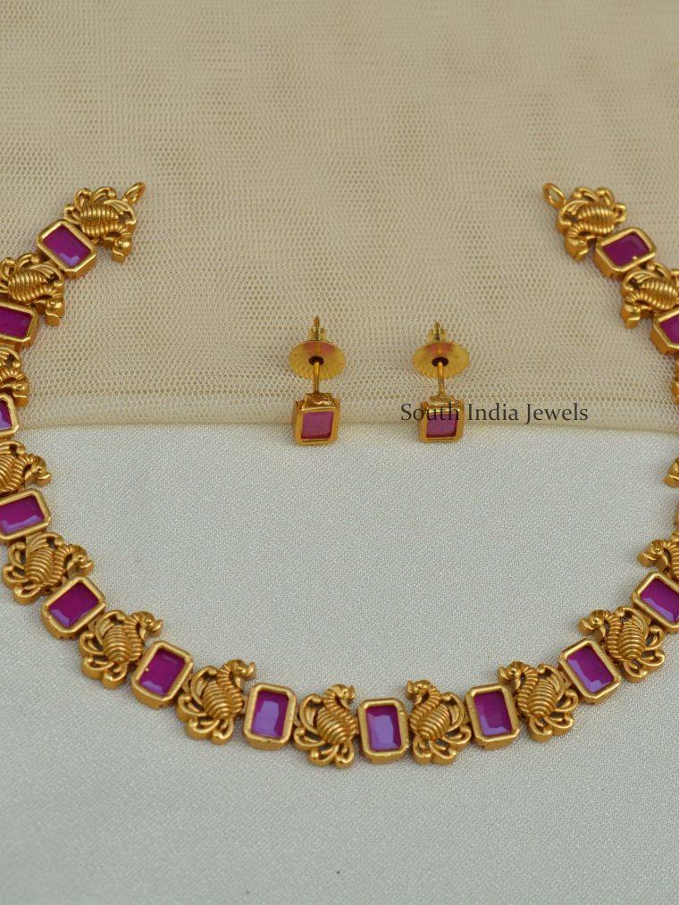 Classic-Swan-Design-Necklace